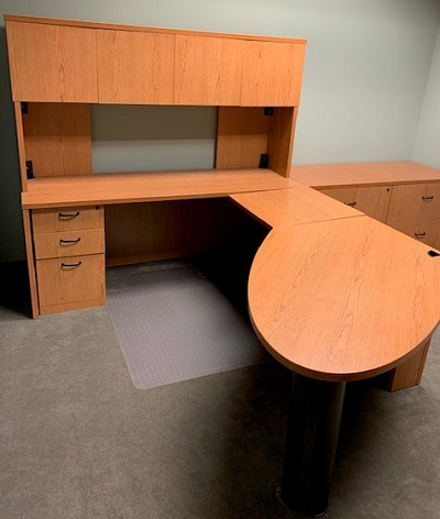 Peninsula Desk With Left Return And Hutch